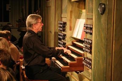 Bondeman vid orgeln